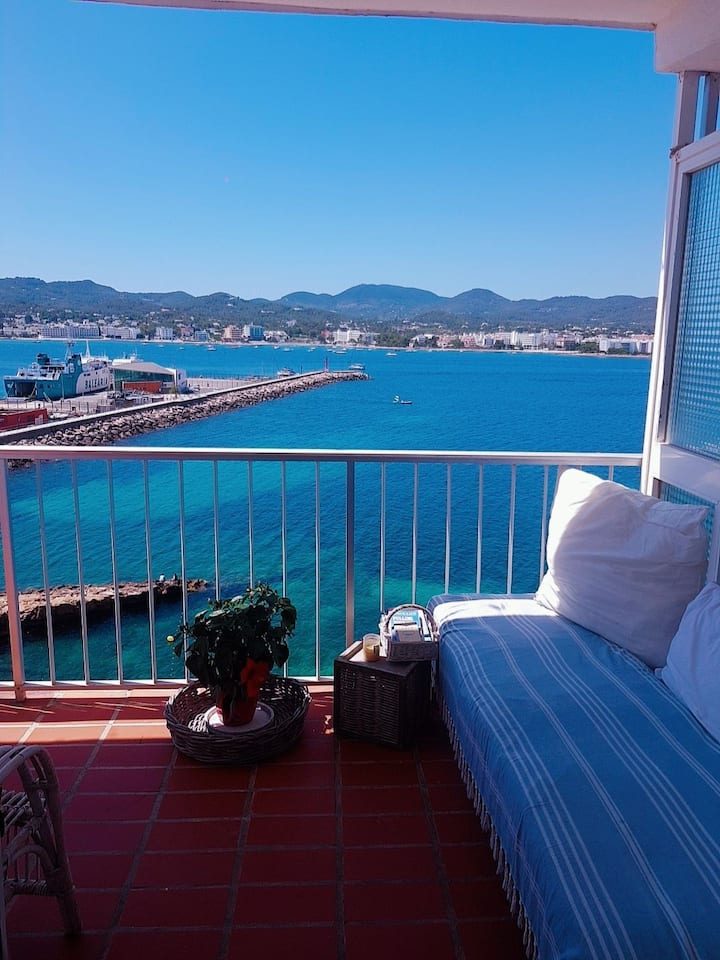Double room in a luxury apartment with sea views