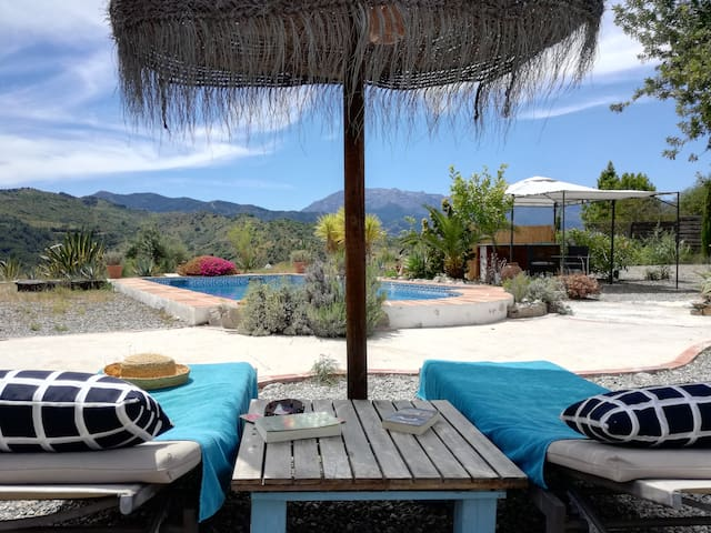 Hilltop hideaway, private pool, stunning views