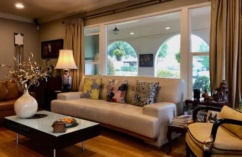 1 Bedroom Suite in Spanish House in Monrovia/LA