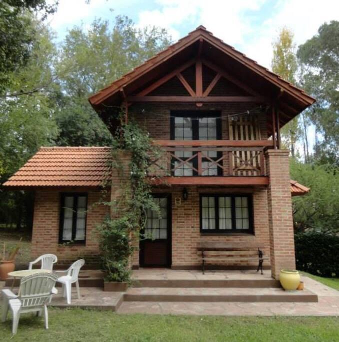 Cabaña La Martina, balcón con vista al jardín y pileta!