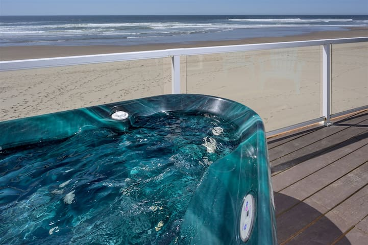 OCEAN JEWEL: NEW, Onsite Beach, Hot Tub (Miracles)
