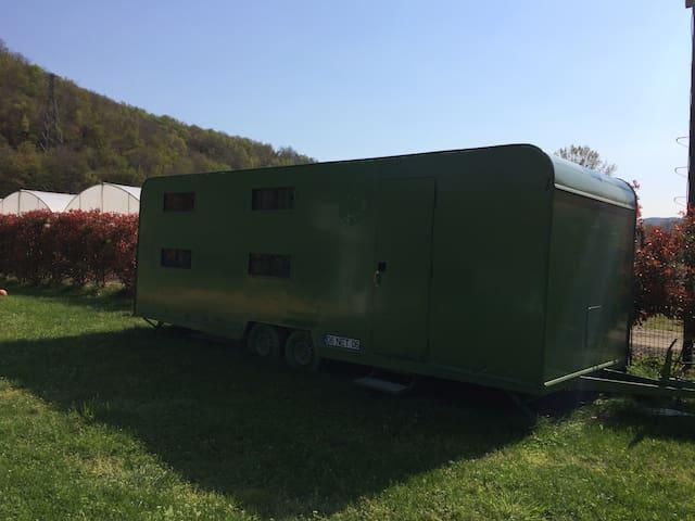 Doğa içinde bir karavan. - Mahmutşevketpaşa Köyü - Camper/RV