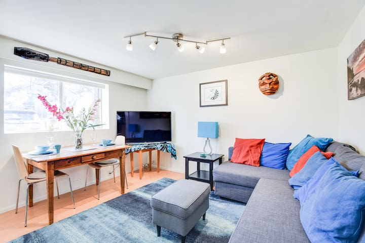 Walk to the ocean! 1BR ground lvl apt in Kitsilano