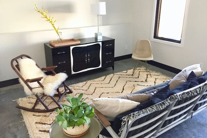 1-  BR Garden apt in new townhouse all-inclusive