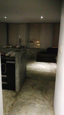 Relación espacial de la cocina comedor y sala