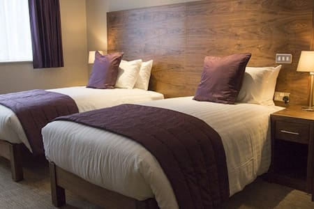 Twin Room Ensuite @ The White Hart
