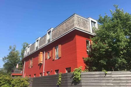 Redhouse - Wohnen im Generationenhaus