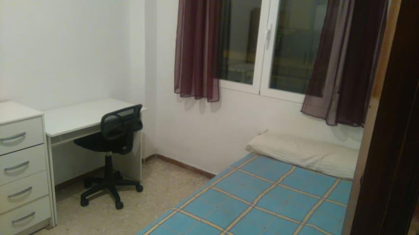Habitacion agradable con balcon - Granada - Wohnung
