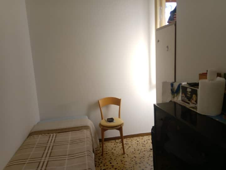 Business Single Room with corner kitchen frigo TV