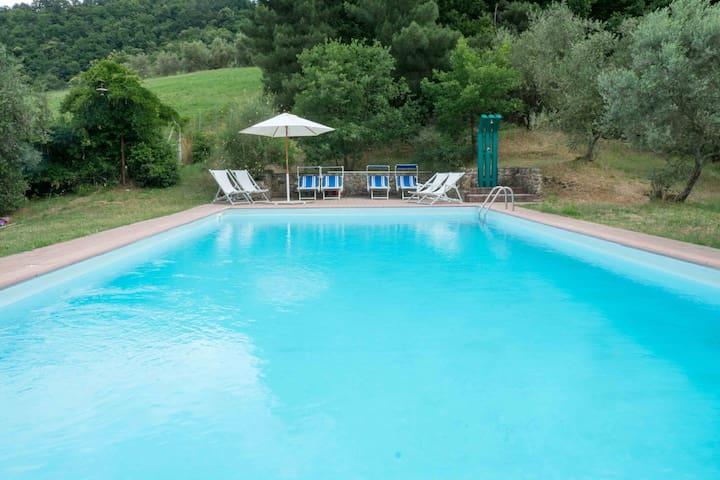 Casale toscano con piscina