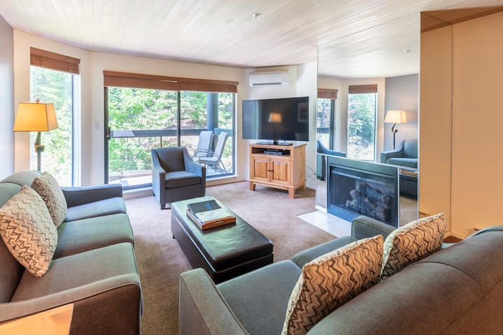 Quiet Condo in Whistler Blueberry w/Pool & Hot Tub