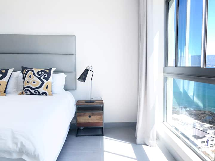 Newly Refurbished Sea View Apartment
