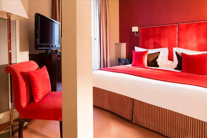 Double/Twin Room, close to Opera and the Louvre with breakfast included