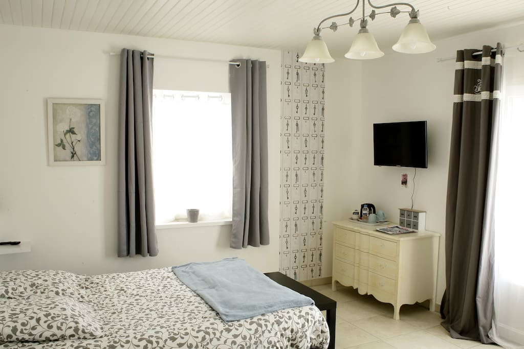 au coeur des vignes la part des anges guest houses louer archiac nouvelle aquitaine. Black Bedroom Furniture Sets. Home Design Ideas