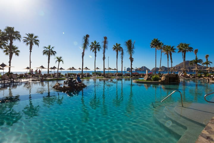 Luxury Condo with Amazing Views of Land's End! - Cabo San Lucas - Appartement en résidence