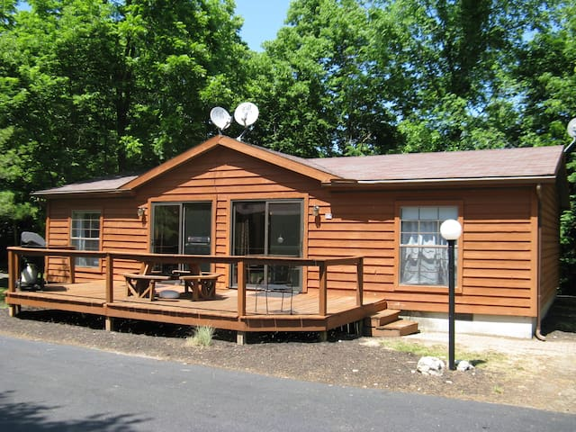 Want a Great Vacation? Rent This 3 BR 2 BA Home at Island Club - Sleeps 8 - Put-in-Bay Island Club #55