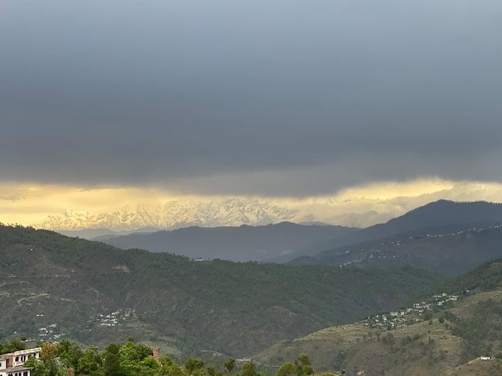 Sanitised Earth house Himalaya view in Nainital 4G