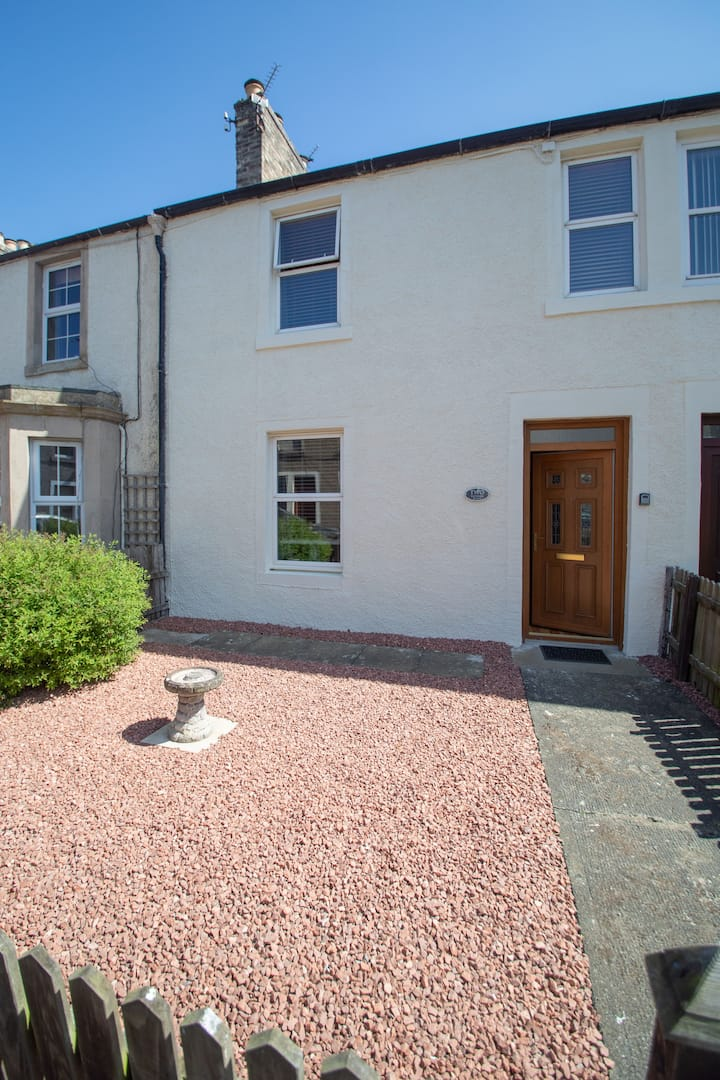 2 Victoria Place, Kelso. A hidden gem!