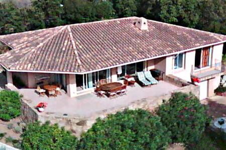 Villa Manika à Capicciola, pool and beach at ~200m