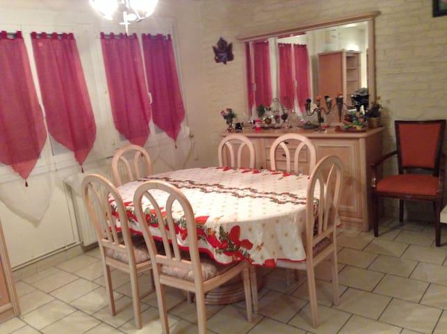 Location saisonnière d'une Villa tout confort - Saint-Martin-Longueau - Dům