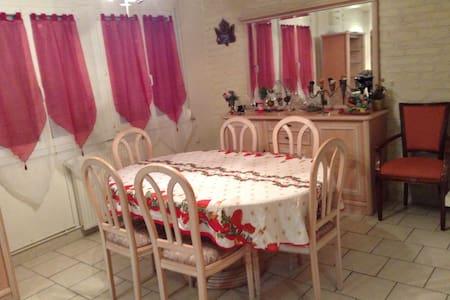 Location saisonnière d'une Villa tout confort - Saint-Martin-Longueau - Ház