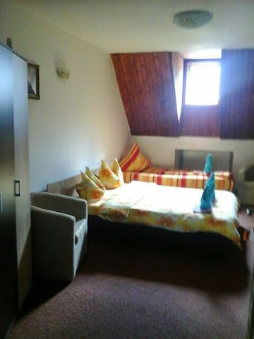 Inchiriez camere în scop turistic - Bușteni - Huis