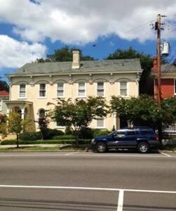 The American Homestead- Garden Suite - Petersburg - Maison
