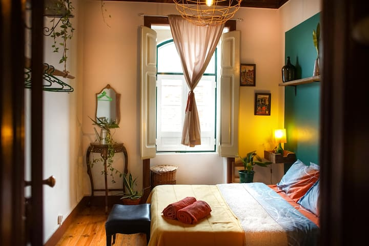 Charming apt in VFX, 20min away from Lisbon ///