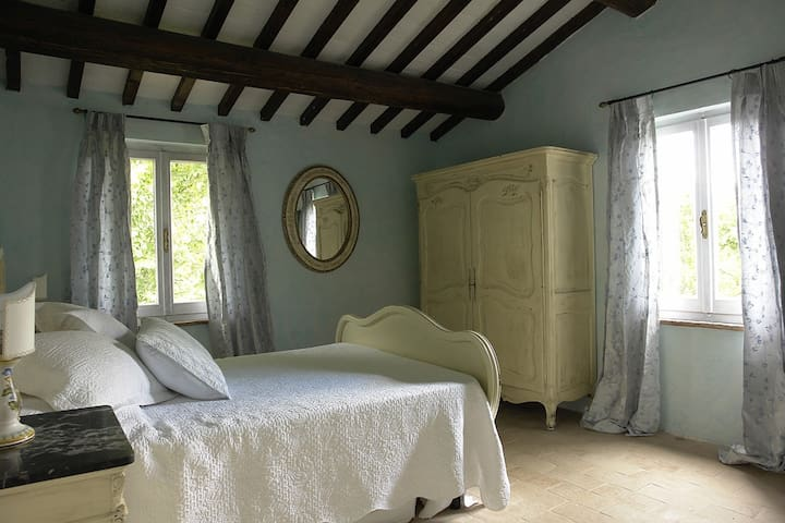 Double bed, en-suite with exposure to south and south-west