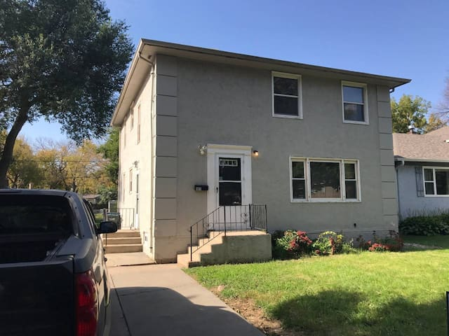 5 bedroom house between Augie and USF