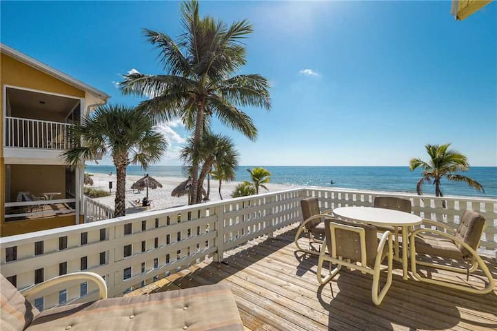 Gulf Pearl, 2 Bedrooms, Beach Front, Gas Grill, Sleeps 7