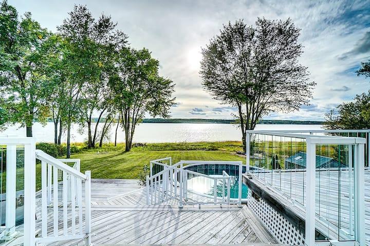 一线河景超级别墅房近渥太华-体会稀缺河景不同的体验,亲临渥太华河