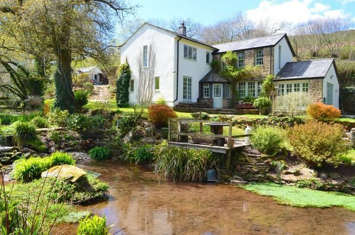 Secluded South Devon Farmhouse Sleeps 10