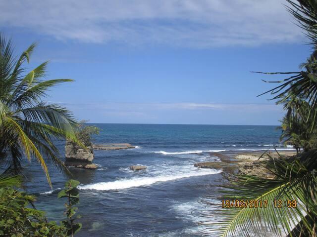 Luna caribeña village
