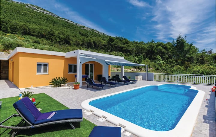 Nice home in Ston with WiFi, 3 Bedrooms and Outdoor swimming pool