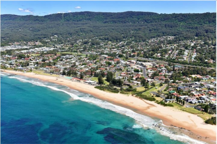 BEACHFRONT BARGAIN - THIRROUL BEACH - 2 B/R UNIT