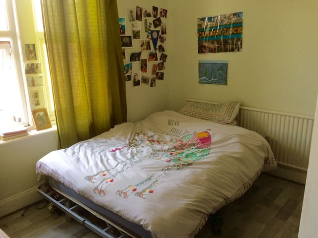 Cosy double room in social house in Horfield