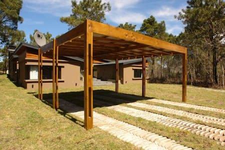 Casa sobre el Golf - 4 Dormitorios - Cariló