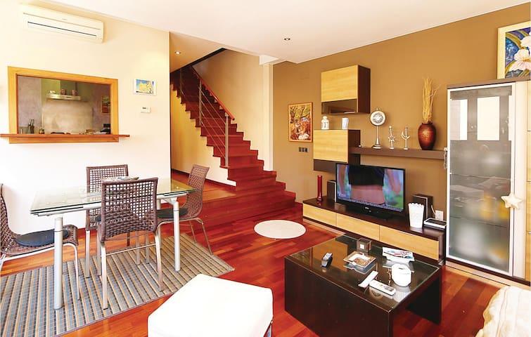 Semi-Detached with 3 bedrooms on 65m² in Malgrat de Mar