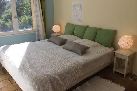 Chambre à 32€ dans havre de paix - Rognes
