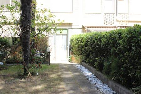 Appartamento con giardino, a 300 mt dalla spiaggia
