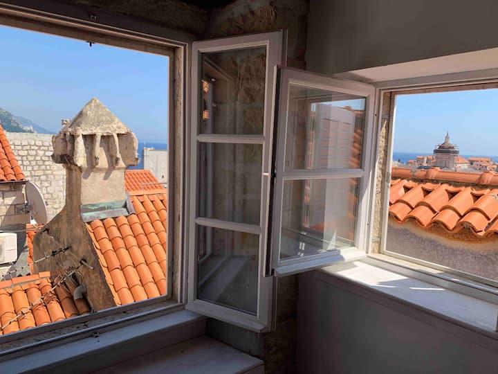 Red Keep Sea/ Old Town View Kingslanding Hostel