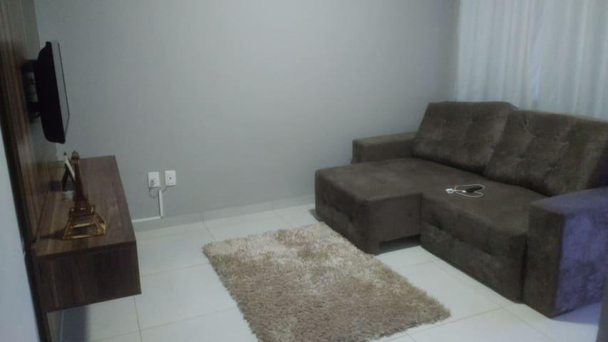 Sala com sofá retratil