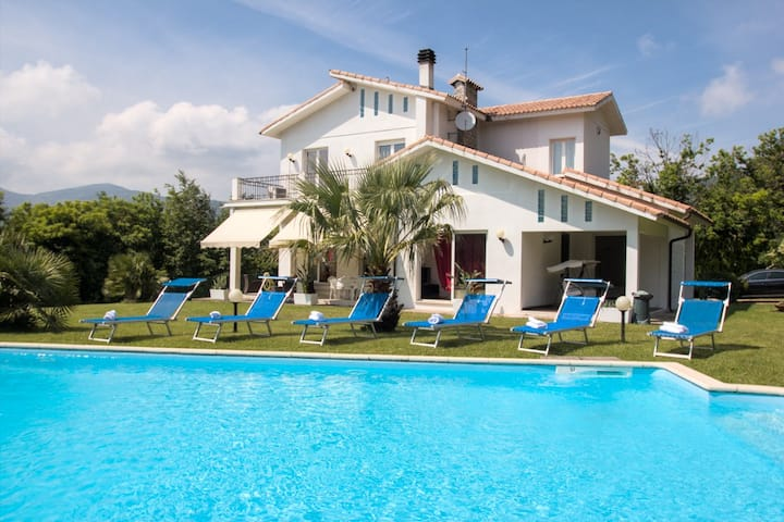 VILLA DIADEMA - AMAZING VILLA WITH PRIVATE POOL -