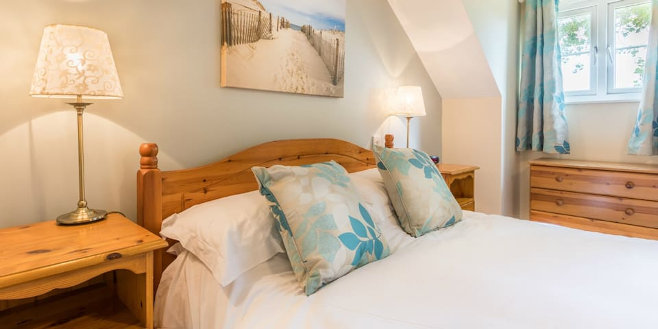 The Ellingham Cottages - near to beautiful bays