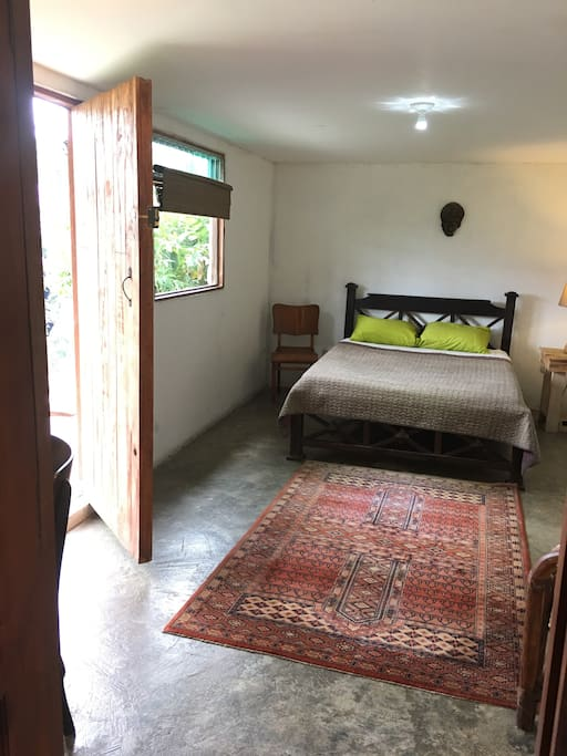 One of the Tapir  bedroom is cosi in front of the waterfall and jacuzzi !