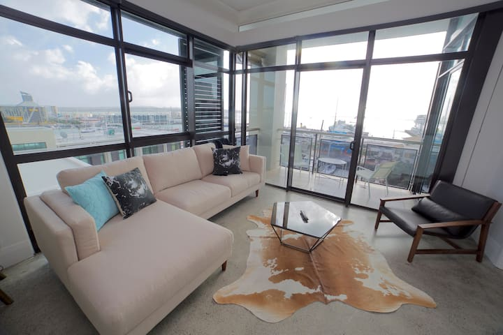 Penthouse Waterfront Apartment- Great views!