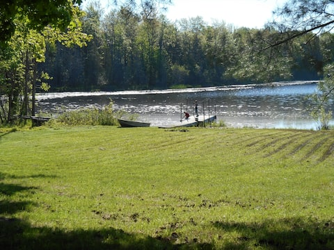 Beautiful 2 Bedroom Cottage On Beals Lake, MI