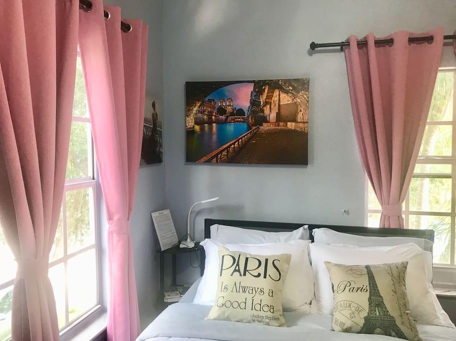 Parisian Themed Room