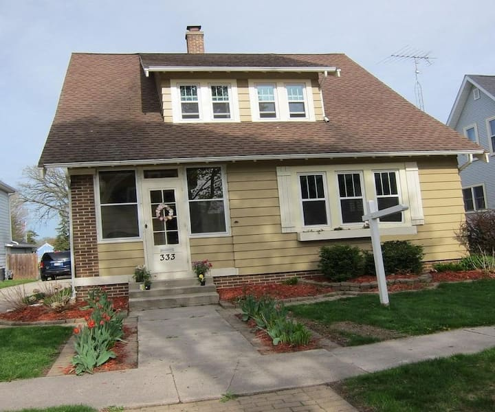 Beautiful, cozy spacious home in heart of Plymouth